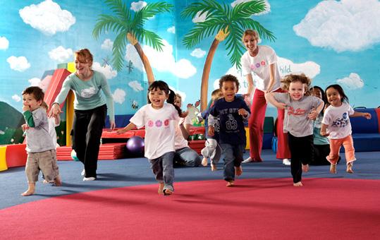 My Gym Mighty Mites Koşarak Eğlenen Çocuklar