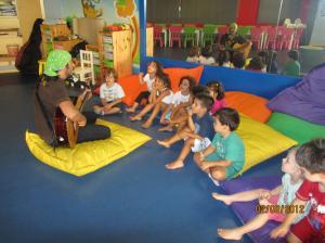 My Gym'de Çocuklar Gitar Dinlerken