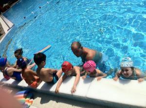 My Gym Yaz Kampı Havuzda Eğlenenler